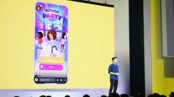 https://www.usatoday.com/story/tech/talkingtech/2019/04/04/snapchat-bitmoji-party-snap-looks-keep-young-viewers-around-longer/3356713002/